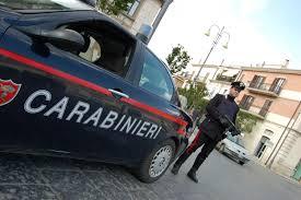 Trascina per 11 km il rivale in amore sul cofano dell'auto: arrestato per tentato omicidio